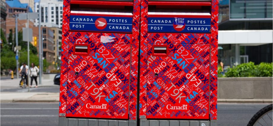 canada post delivery