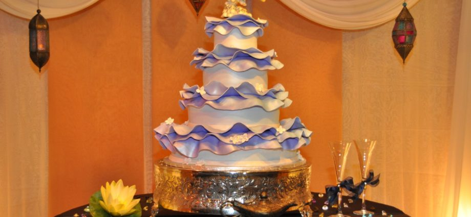 11 Unique Wedding Cakes From Around The World
